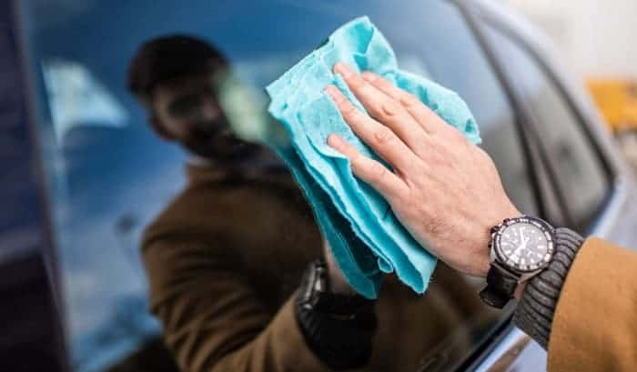 clean-inside-car-windows-without-streaks