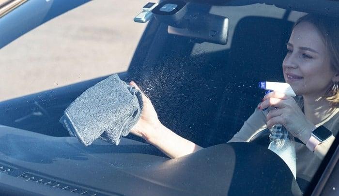 clean-inside-of-windshield