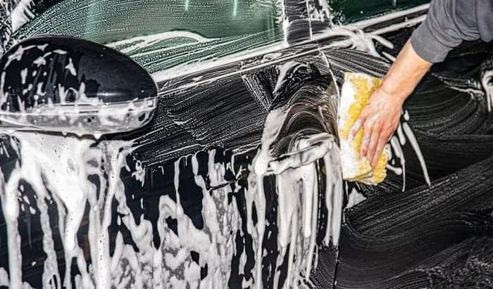 how to wash a black car without scratching it