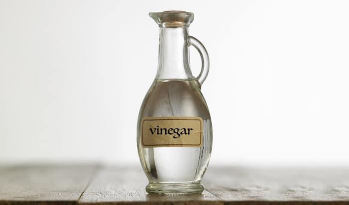 vinegar-to-clean-battery-terminals