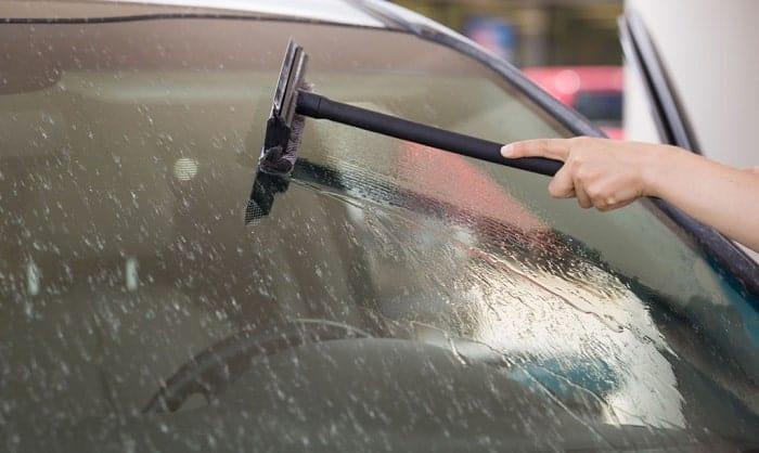 washing-a-black-car