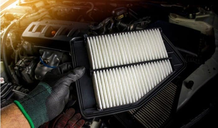 cleaning-car-air-filter