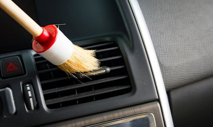 how-to-clean-car-AC-vents